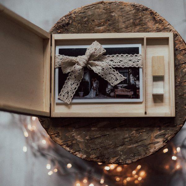aufklappbare Holzbox