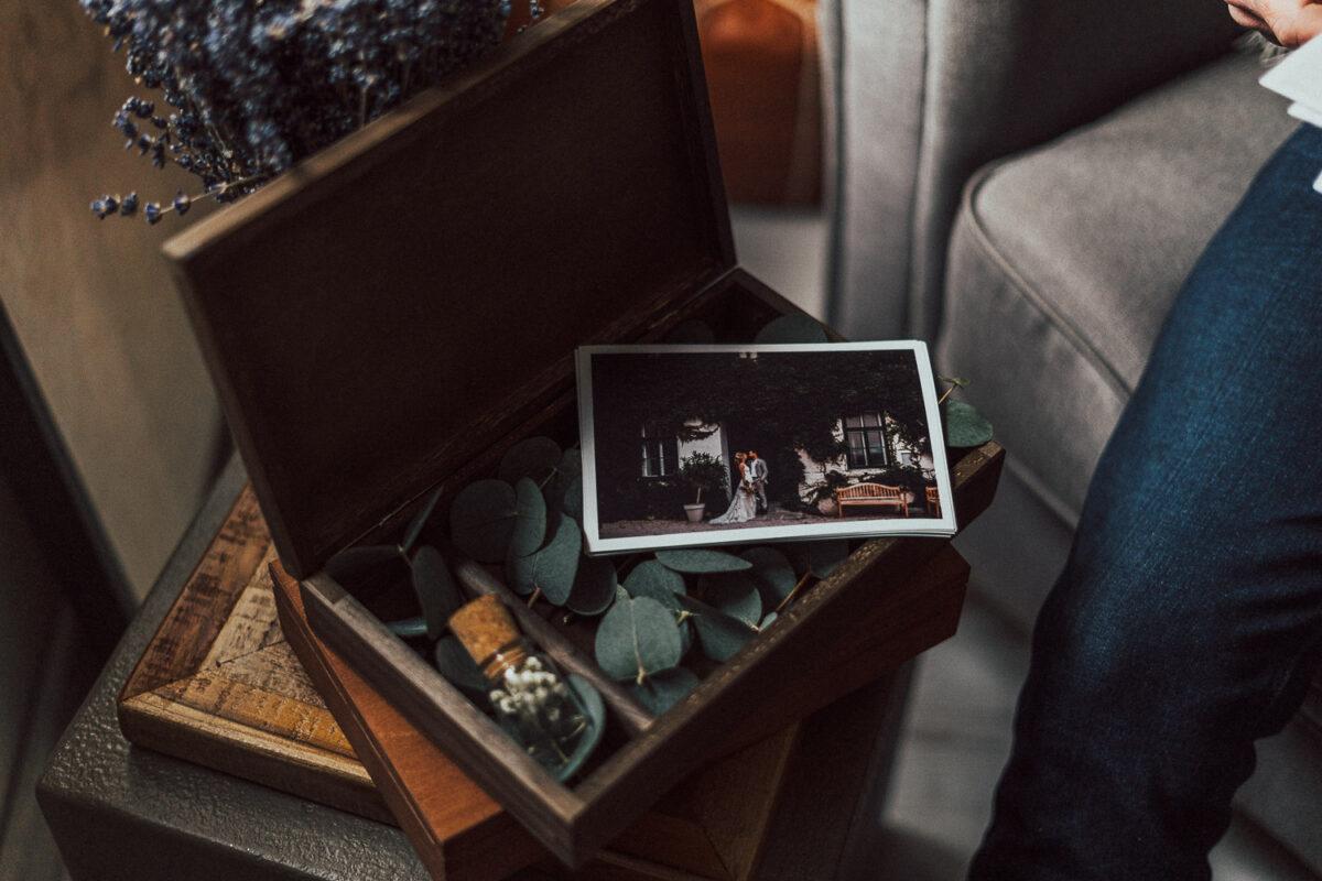 Holzbox mit Deckel zum Aufklappen